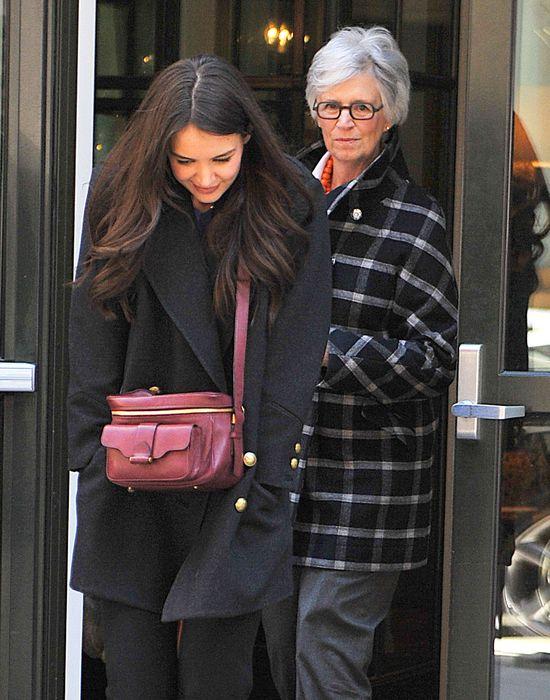 Katie Holmes z mamą na obiedzie (FOTO)