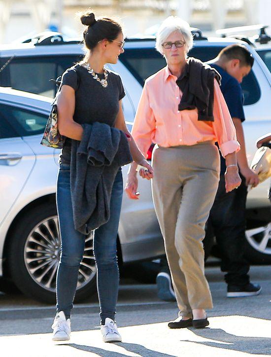 Katie Holmes jest podobna do swojej mamy? (FOTO)