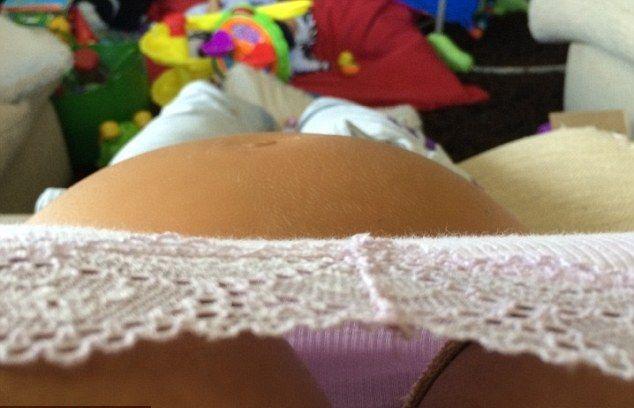 Kto pochwalił się ciążowym brzuszkiem? (FOTO)