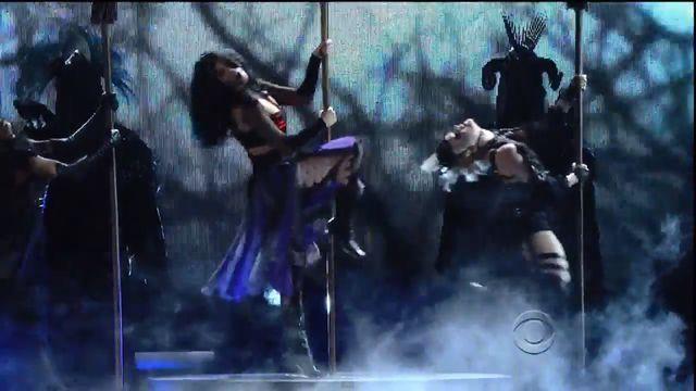 Katy Perry zatańczyła na... miotle (VIDEO)