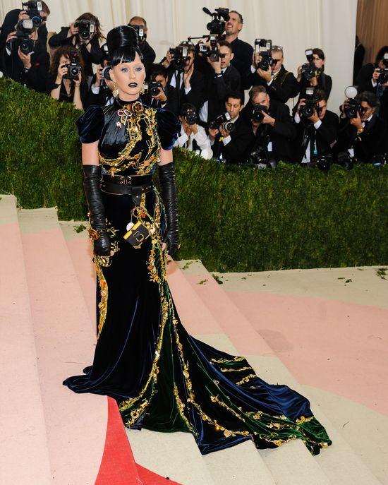 Jak Orlando Bloom wyt�umaczy� Katy Perry zbli�enie z Selen� Gomez?