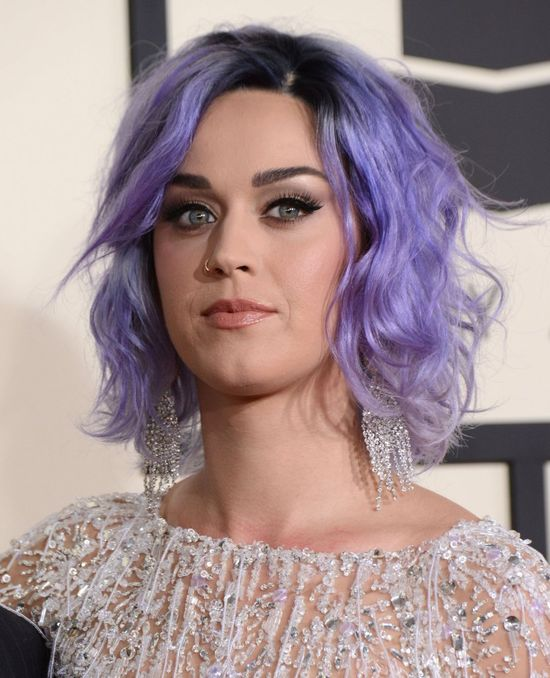 Katy Perry skrzywdzi�a si� fryzur� (FOTO)