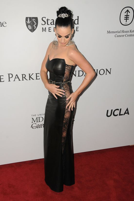 Katy Perry w czarnej, skórzanej sukience