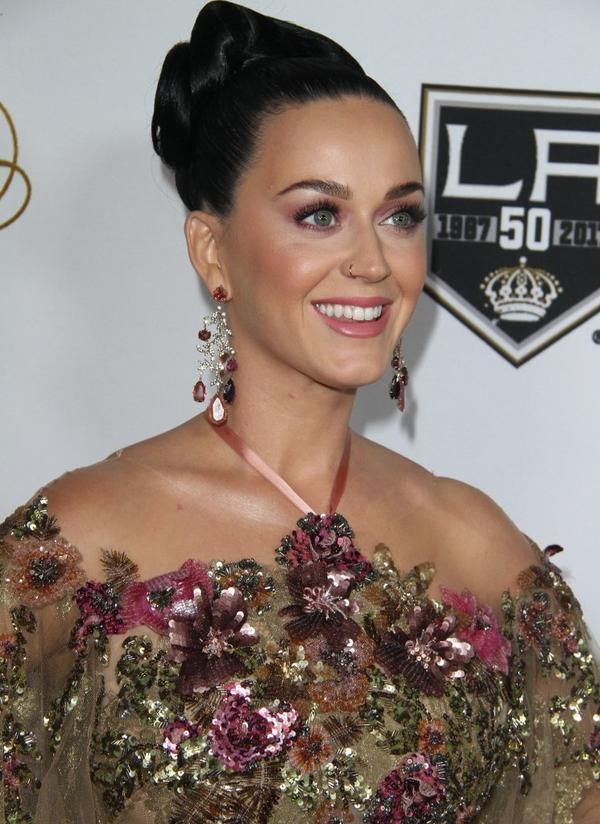 Jeśli nie chcesz poczuć zazdrości, nie oglądaj sukienki Katy Perry (FOTO)