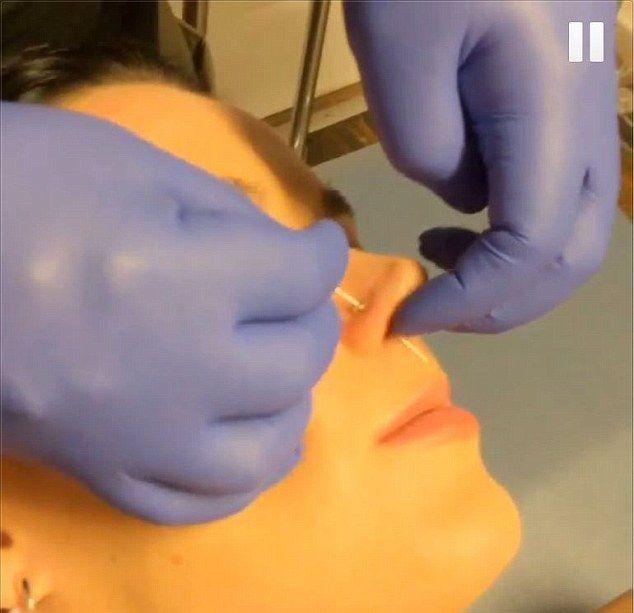 Katy Perry też cierpi dla piękna (VIDEO)