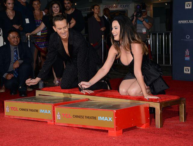 Kiedy Katy Perry czuje si� wielk� gwiazd�... (FOTO)
