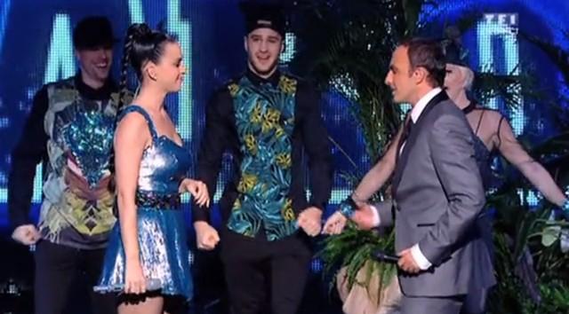 Wpadka Katy Perry zmusi�a j� do �piewania na �ywo
