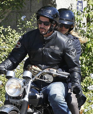 Keanu Reeves z tajemniczą pasażerką (FOTO)