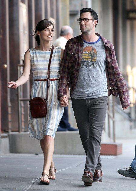 Keira Knightley za rączkę z Adamem Levine (FOTO)