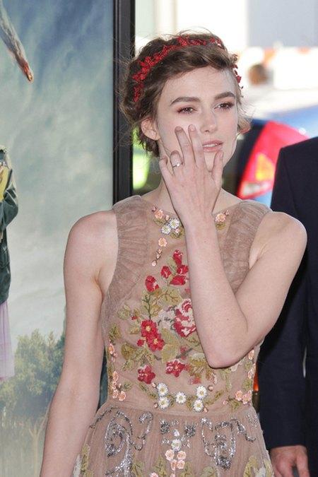 Keira Knightley cała w kwiatach na premierze (FOTO)
