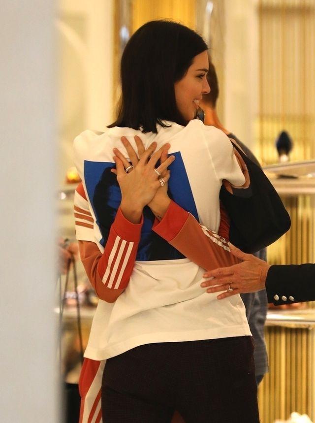 Skoro Kendall jest z Justinem, to dlaczego ŚCISKA się z nią? (ZDJĘCIA)