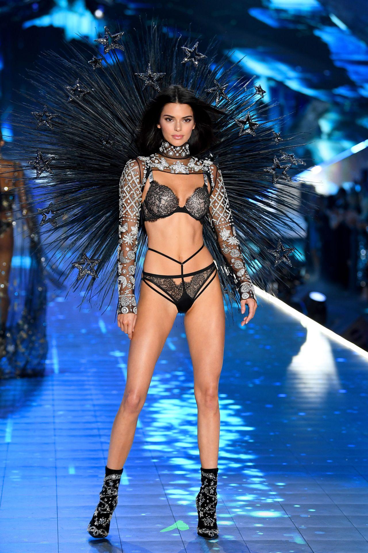 Kendall Jenner największą gwiazdą pokazu Victoria's Secret 2018 (ZDJĘCIA)