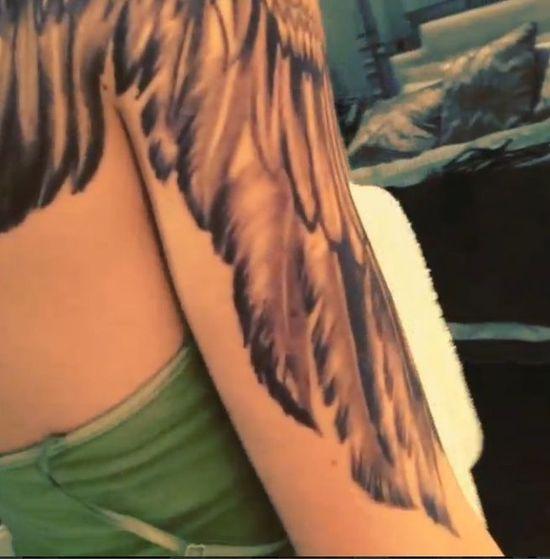 Olbrzymi tatuaż na plecach i ramieniu Kendall Jenner (FOTO)