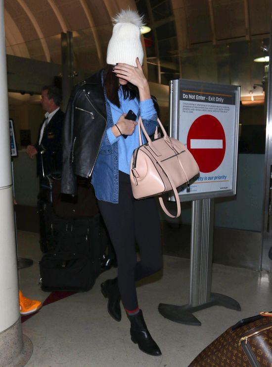 Kendall Jenner ukrywa tr�dzik przed paparazzi (FOTO)