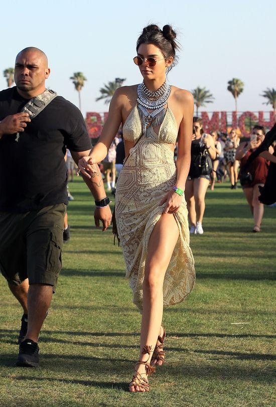 Kednall Jenner skomentowa�a now� fryzur� Harry'ego Stylesa