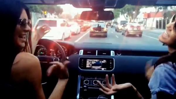Nie wsiedlibyście do auta z Kendall Jenner (VIDEO)