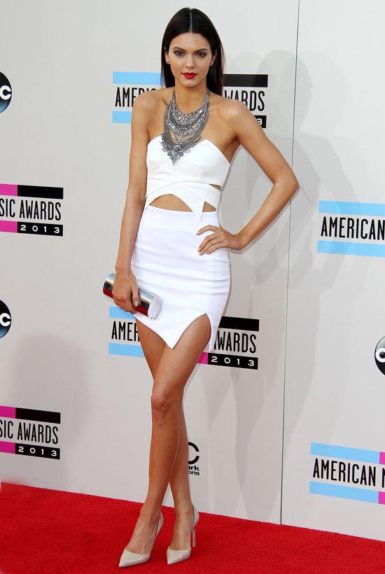 Kendall Jenner pokazała sutki i dostała kontrakt