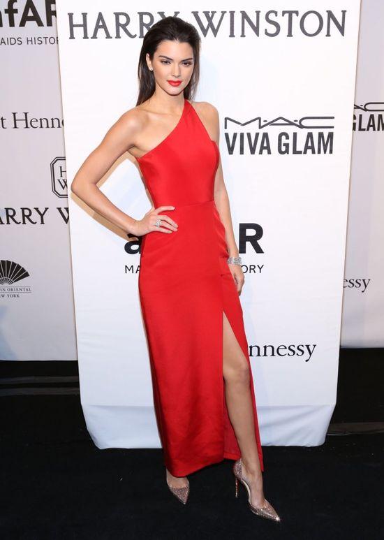 Cara Delevingne złożyła Kendall Jenner nietypową propozycję