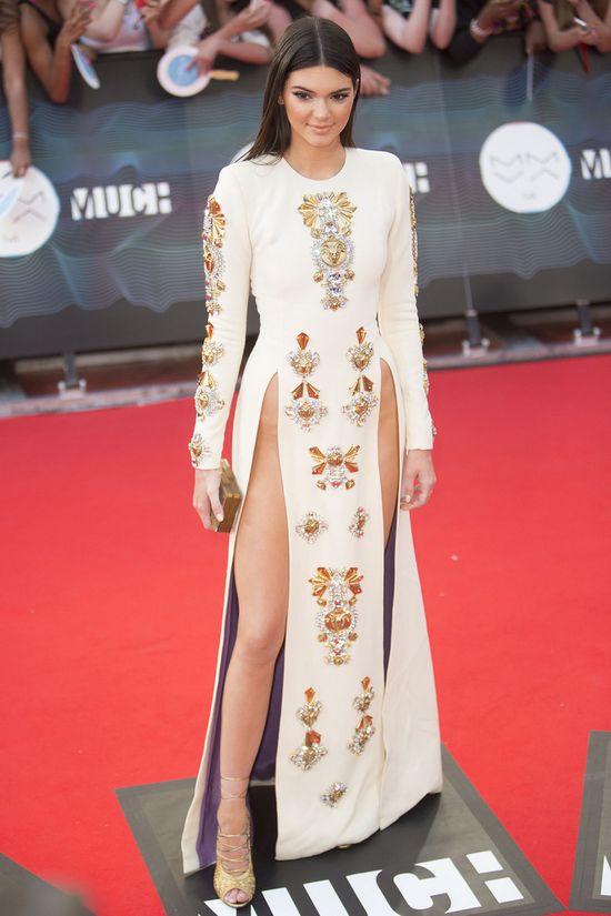 Kendall Jenner bez majtek na czerwonym dywanie (FOTO)