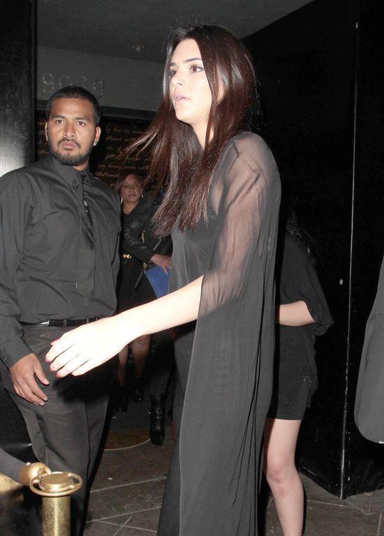 Siostry Jenner zabalowały w klubie dla dorosłych (FOTO)