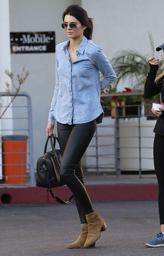 Kendall Jenner paraduje bez stanika (FOTO)