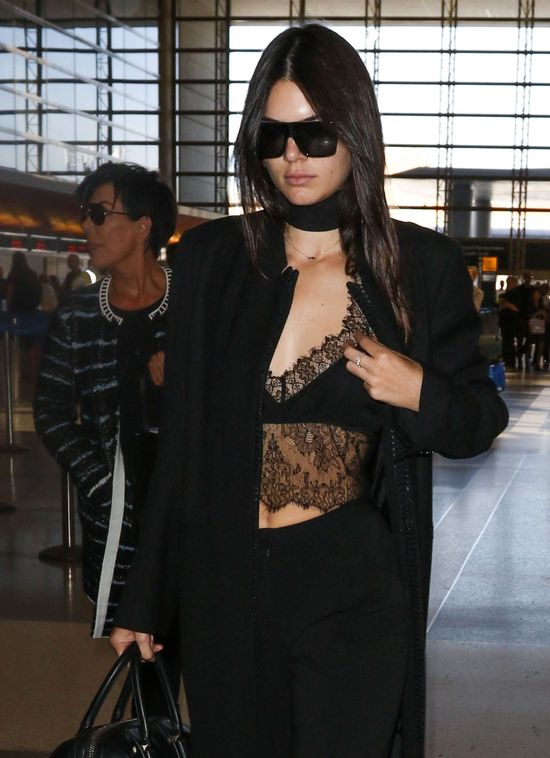 Co tam trądzik! Spójrzcie na dekolt Kendall Jenner (FOTO)