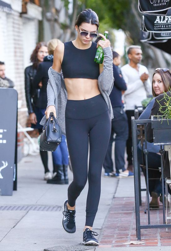 Wow! Kendall Jenner ma niezły kaloryfer (FOTO)