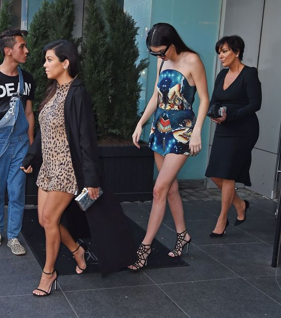 Kendall Jenner ZWALNIA mamę