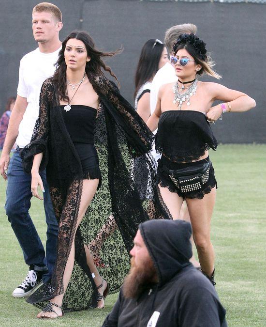 Siostry Jenner przesadzi�y z czerni� (FOTO)