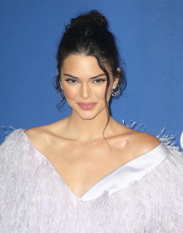 Kendall Jenner coraz bardziej przypomina MANEKINA (ZDJĘCIA)