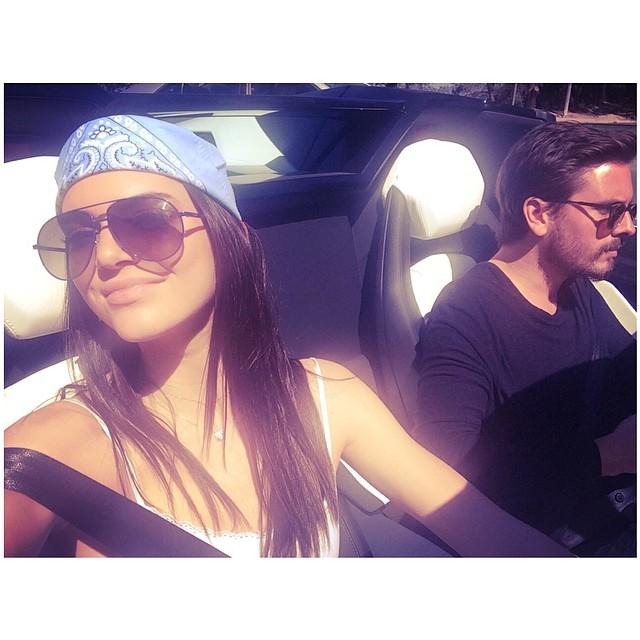 Kendall Jenner pozuje w bieliźnie (FOTO)