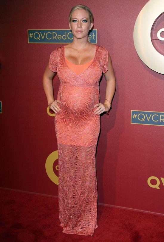 Kendra Wilkinson w zaawansowanej ciąży na salonach (FOTO)