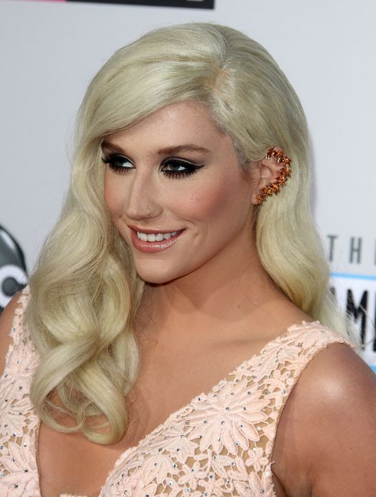 Ke$ha na American Music Awards - co za zmiana! (FOTO)