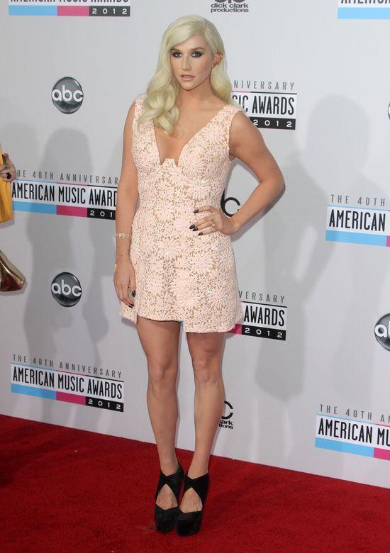 Ke$ha na American Music Awards - co za zmiana! (FOTO)