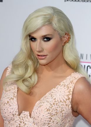 Ke$ha na American Music Awards – co za zmiana! (FOTO)