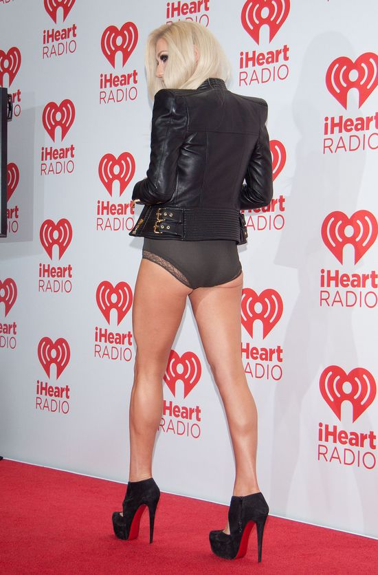 Zapomniała o spódnicy?! (FOTO)