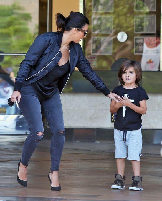 Siostrzeniec Khloe zapytał się jej, czy ma naturalną pupę