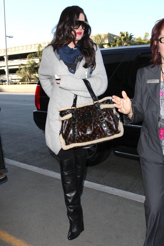 Zimowe, markowe gadżety Khloe Kardashian (FOTO)