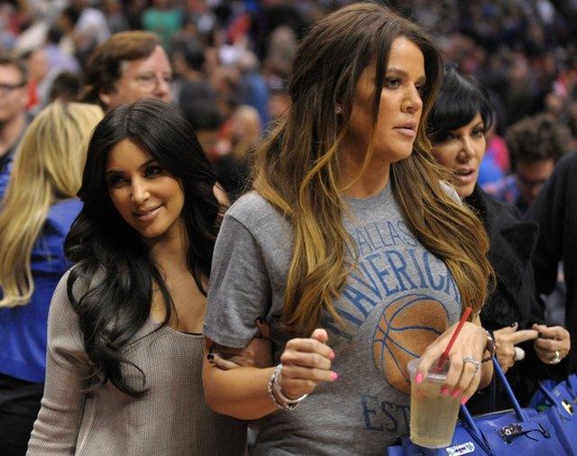 Khloe Kardashian zaprzecza plotkom o poronieniu
