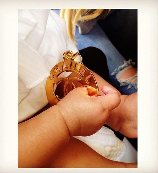 Nori West bawi się bardzo drogą biżuterią (FOTO)