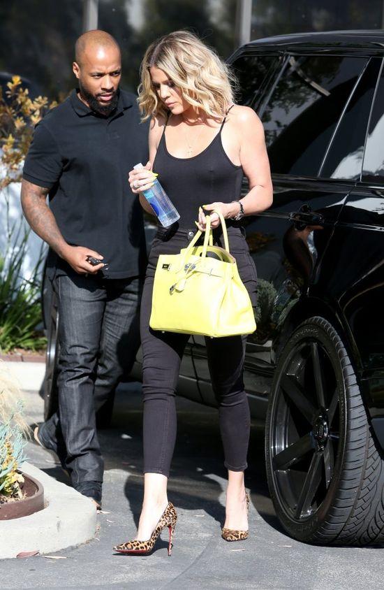Khloe Kardashian zainwestowała w biust i zrzuciła stanik (FOTO)