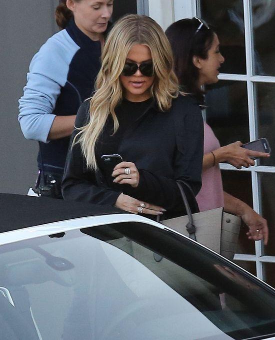 Khloe Kardashian ma problem ze spodniami (FOTO)
