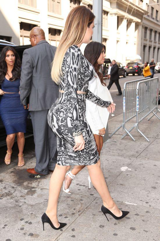 Khloe Kardashian wygląda jakby miała piłkę w pupie (FOTO)