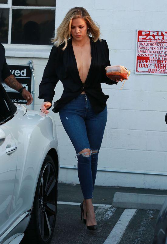 Fryzjer p�aka�, gdy �cina� w�osy Khloe Kardashian