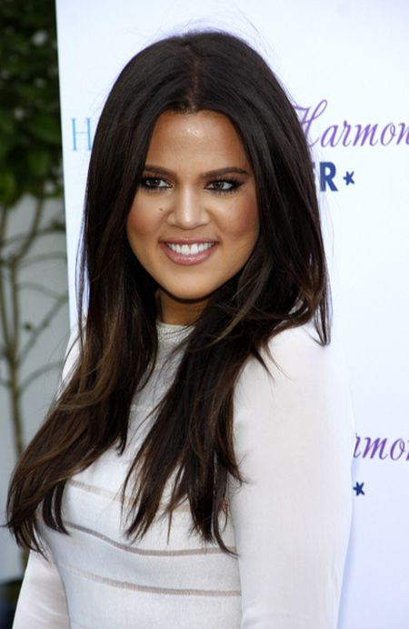 Tak si� zmienia�a twarz Khloe Kardashian (FOTO)