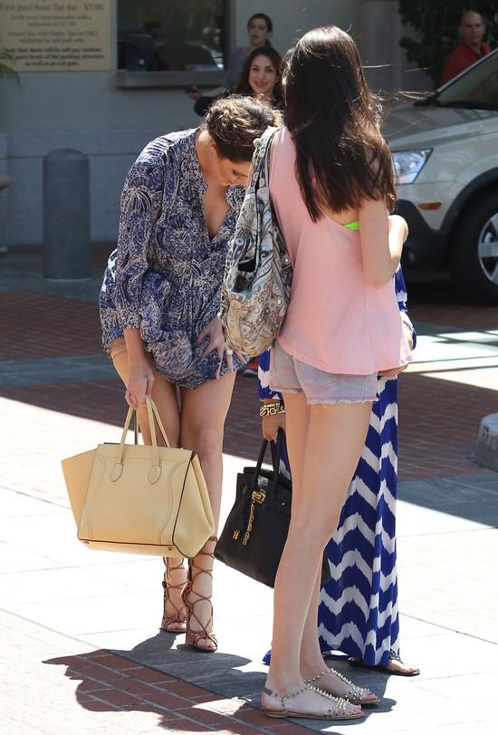 Khloe Kardashian pokaza�a, co nosi pod spodem (FOTO)