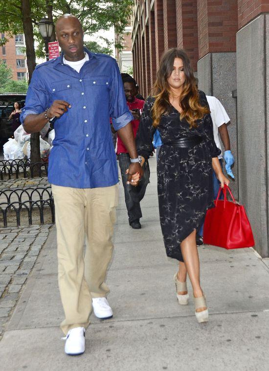 Szok! Kris Jenner przyłapana w łóżku z Lamarem