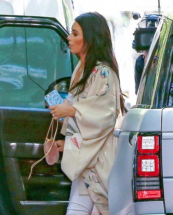 Pupa Khloe Kardashian w centrum uwagi (FOTO)