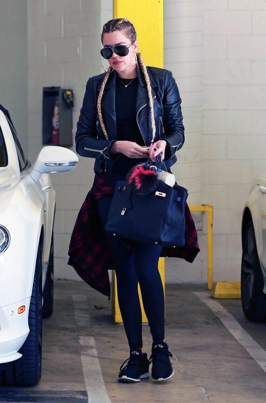 Khloe Kardashian też zafundowała sobie warkocze (FOTO)