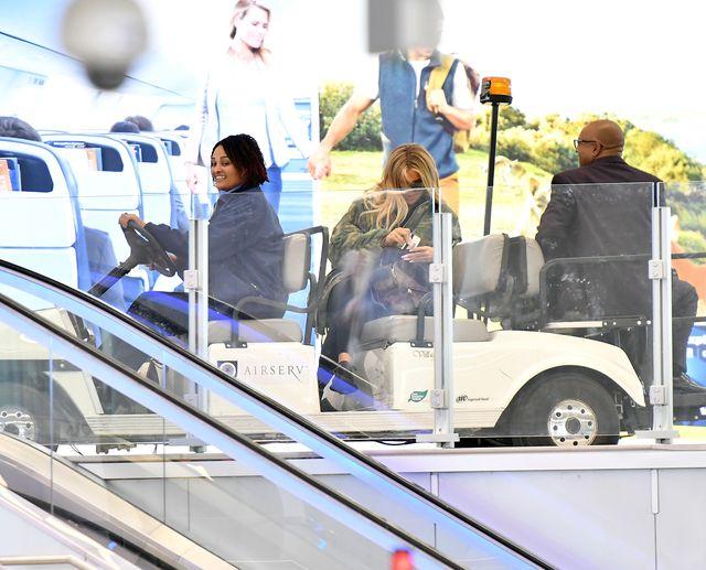 Nowe zdjęcia Khloe Kardashian: w ciąży jak na poligonie (ZDJĘCIA)
